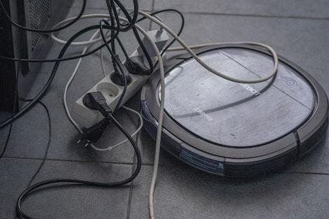 Robot limpia y frega el suelo