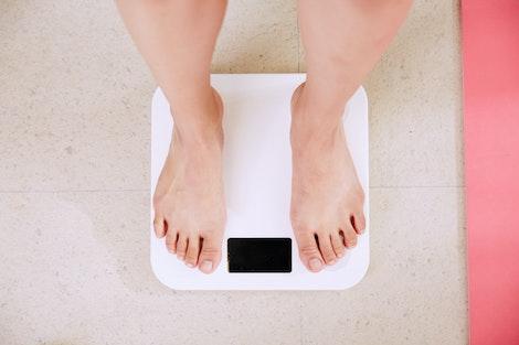 Báscula de peso con los pies