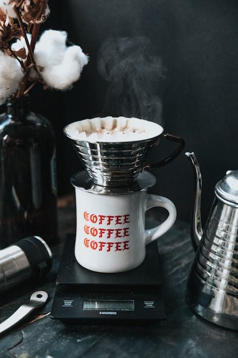 Báscula que pesa el café